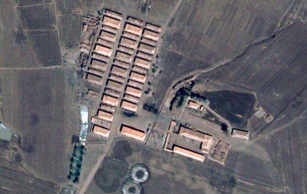 Een satellietbeeld van een kamp in Noord-Korea