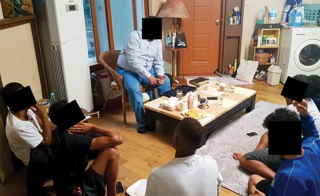Een Bijbelstudie met jonge Jemenitische vluchtelingen