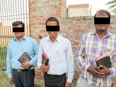 Christenen werden gearresteerd nadat ze baden voor een zieke vrouw