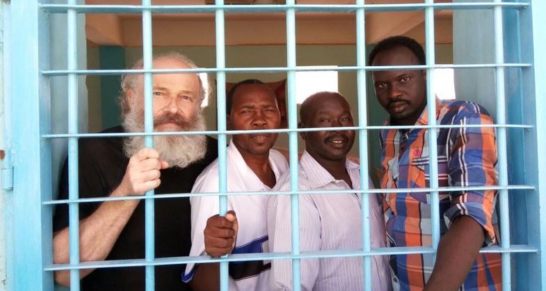 Petr Jasek (links) zat 445 dagen gevangen in de Sudanese gevangenis