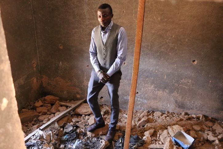 Gyang uit Nigeria verloor zijn familie bij een aanslag. De Bijbel biedt hem houvast.