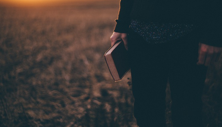 Sang-Chul verstopt zijn Bijbel in zijn schoen